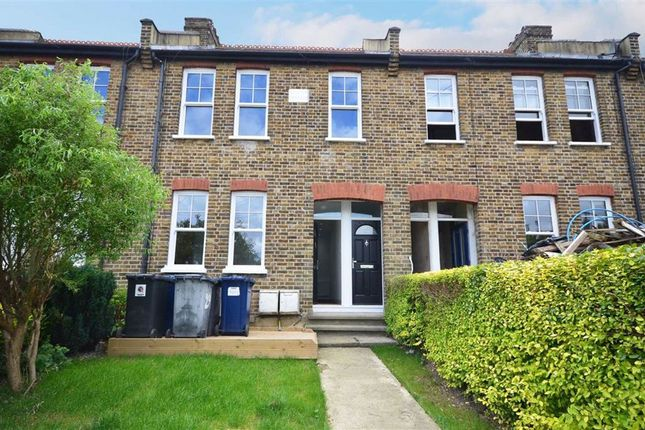 Maisonette to rent in Oakleigh Road North, London