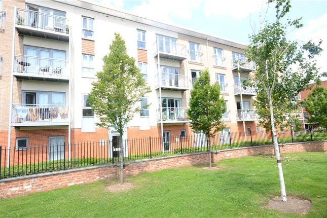 Thumbnail Flat for sale in Ashdown House, Battle Square, Reading