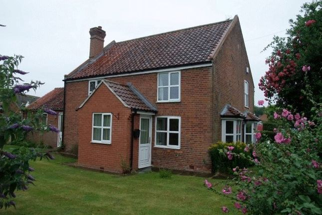 Thumbnail Cottage to rent in Main Road, Filby, Great Yarmouth