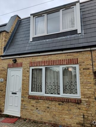 2 bed town house to rent in Murray Mews, London SE6
