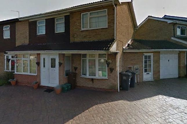 5 bed detached house to rent in Lauder Close, Willenhall