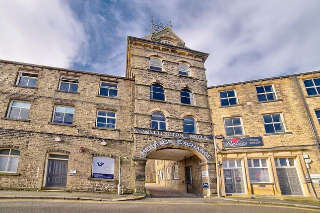 2 bed flat for sale in Plover Road, Oakes, Huddersfield HD3
