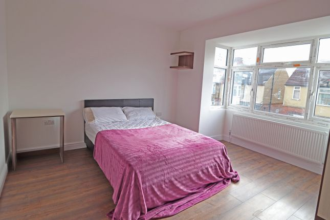 Thumbnail Terraced house to rent in Rutland Crescent, Luton