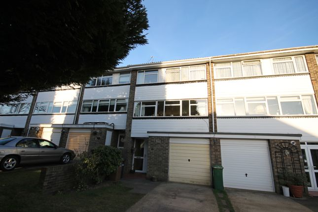 Thumbnail Town house to rent in Wellesford Close, Banstead