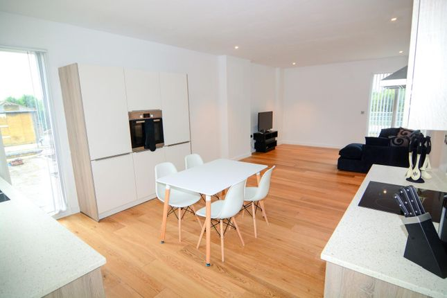 Thumbnail Flat to rent in Cambridge Avenue, London