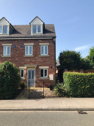 Thumbnail Town house to rent in Ellers Road, Doncaster