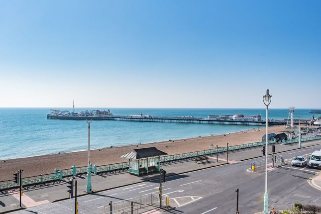 3 bed flat to rent in Marine Parade, Brighton BN2