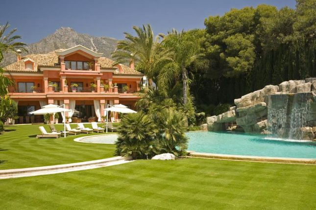 Thumbnail Property for sale in Exclusive Beachfront Villa, Golden Mile, Marbella