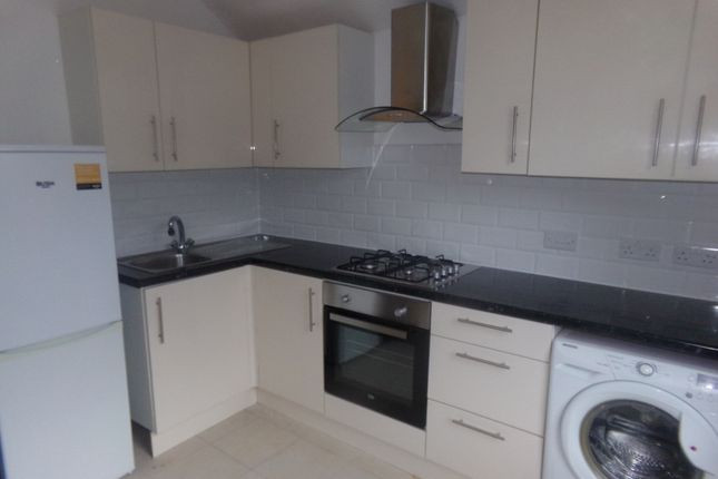 Thumbnail Flat to rent in Top Floor Flat Davidson Road, Croydon