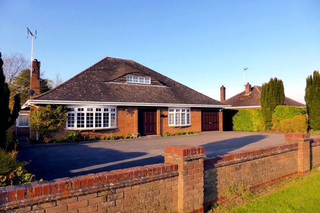 Thumbnail Country house for sale in Church Road, Emneth, Norfolk