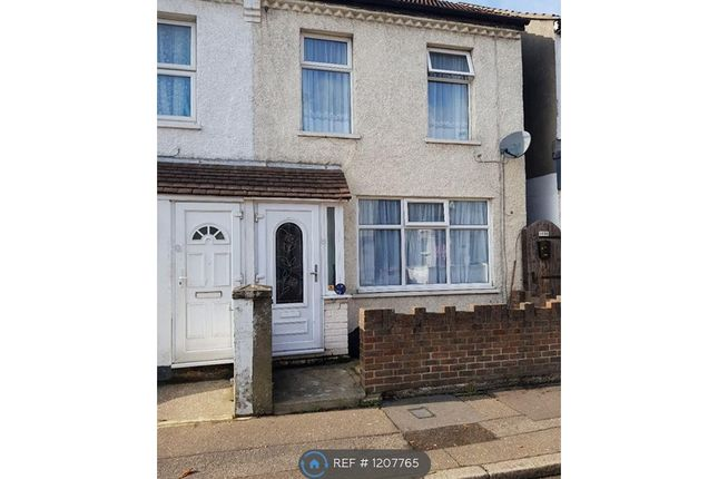 Thumbnail End terrace house to rent in Park Street, Westcliff-On-Sea