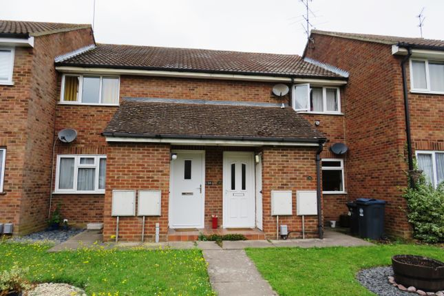 1 bed flat to rent in Church Field, Ware, Herts SG12