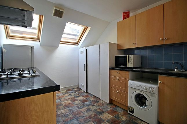 Flat to rent in Hanworth Road, Hounslow
