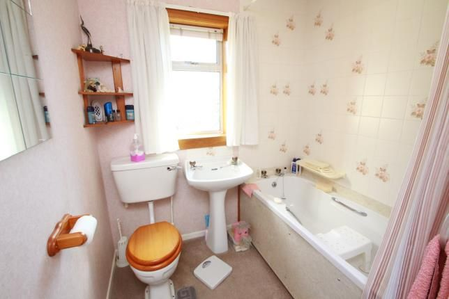 Bathroom of Lundin Crescent, Glenrothes, Fife KY7