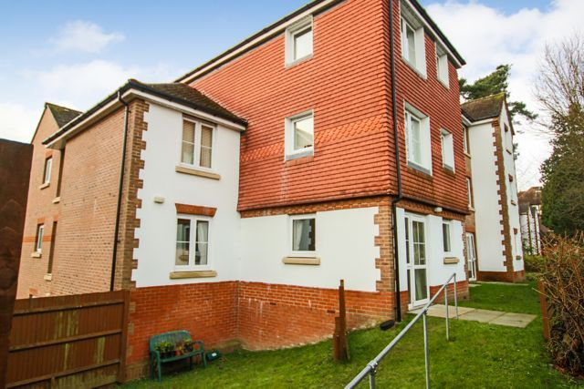 Thumbnail Flat to rent in Fairfield Road, East Grinstead West Sussex