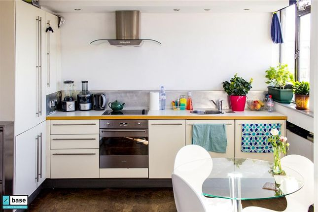Flat to rent in Keeling House, Bethnal Green