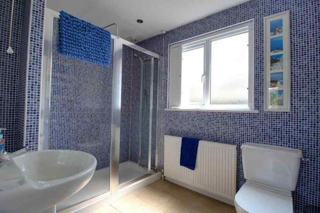 Ensuite To Bed 4 of Upper Lane, Netherton, Wakefield WF4