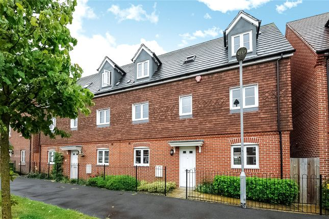 Thumbnail Semi-detached house to rent in Sparrowhawk Way, Bracknell, Berkshire