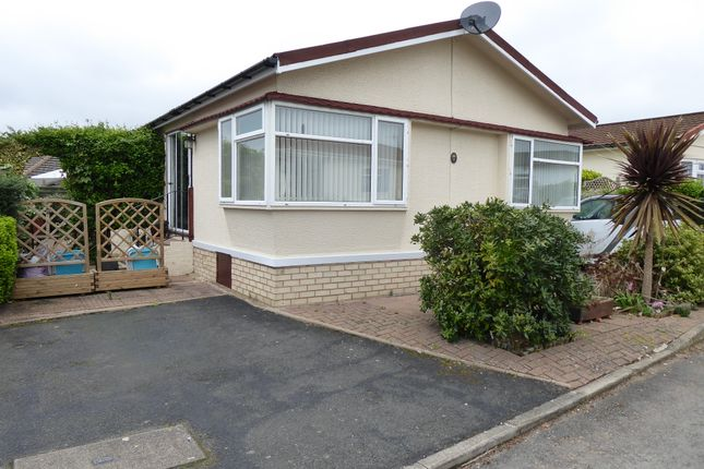 Thumbnail Mobile/park home for sale in Parklands Park, Evesham, Worcestershire