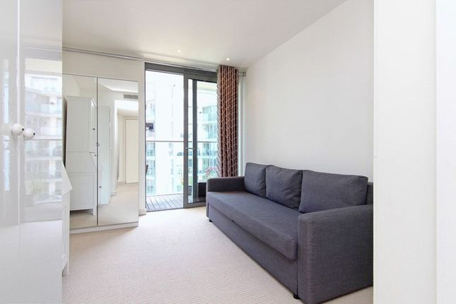 Flat for sale in Eastfields Avenue, London