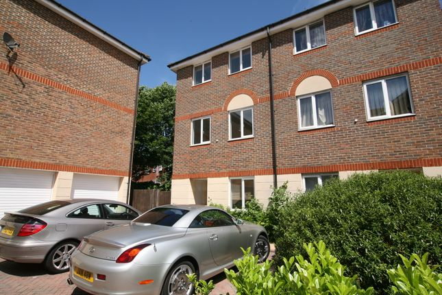 Thumbnail Town house to rent in Quarles Park Road, Chadwell Heath
