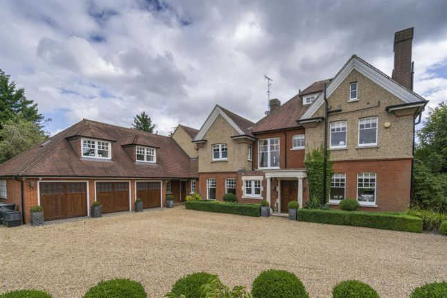 Thumbnail Detached house for sale in Hatching Green Close, Harpenden