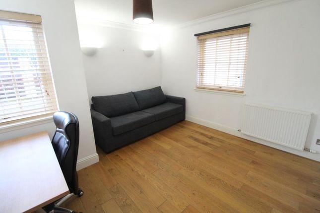 Bedroom 3 − Thomson St