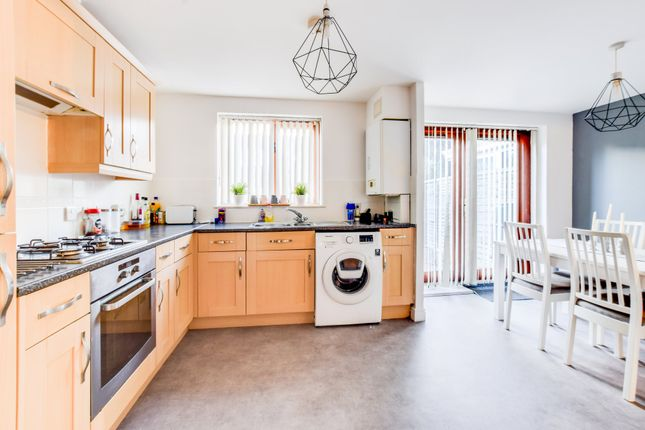 Thumbnail Terraced house to rent in Commonwealth Drive, Crawley