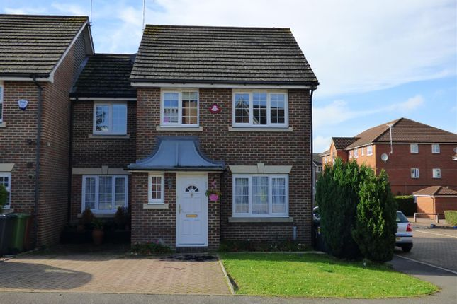 Thumbnail Property for sale in Kensington Way, Borehamwood