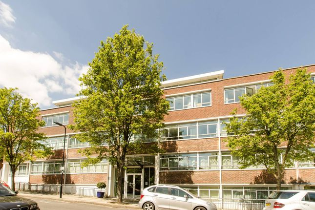 Thumbnail Flat to rent in Heathcroft, London