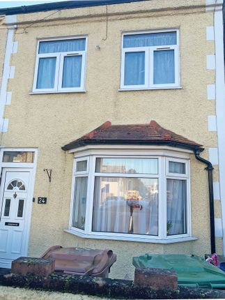 Terraced house to rent in Grove Road, Grays