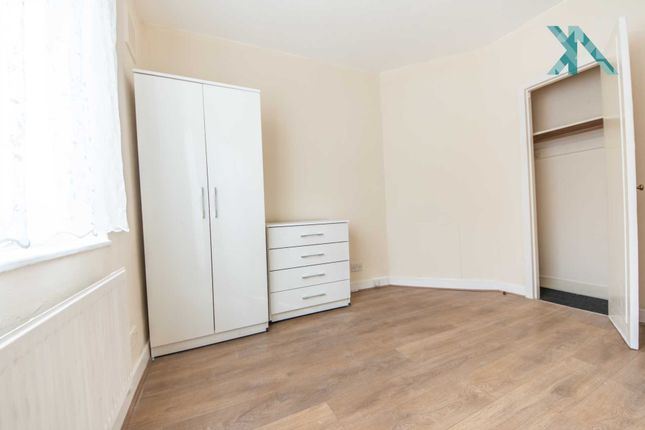 Thumbnail Semi-detached house to rent in Greenleaf Close, Tulse Hill