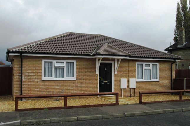 Thumbnail Bungalow to rent in Queens Road, Sandy Bedfordshire