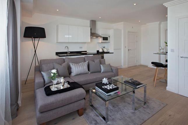 Thumbnail Flat for sale in Coombe Cross, South End, Croydon, London