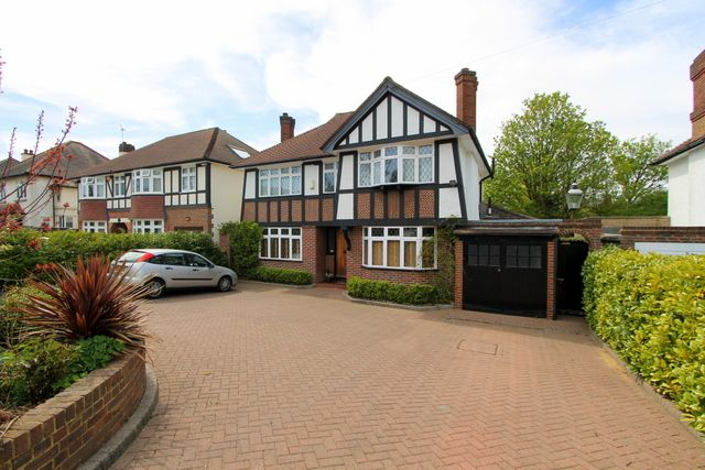 Thumbnail Detached house for sale in Buckingham Way, Wallington