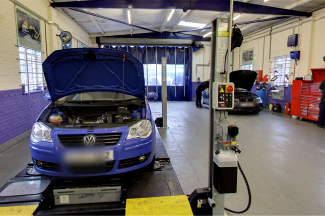 Thumbnail Commercial property for sale in Well Established Mot & Service Centre RG45, Berkshire