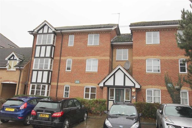 Thumbnail Flat for sale in Redwood Gardens, North Chingford, London