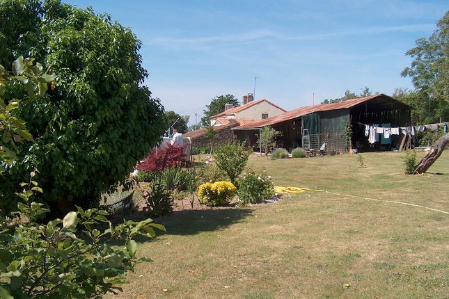 4 bed detached house for sale in 79350, France