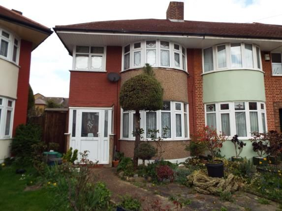 Thumbnail Property for sale in Hainault, Essex