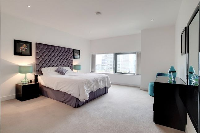 Thumbnail Flat to rent in Landmark West, 22 Marsh Wall, London