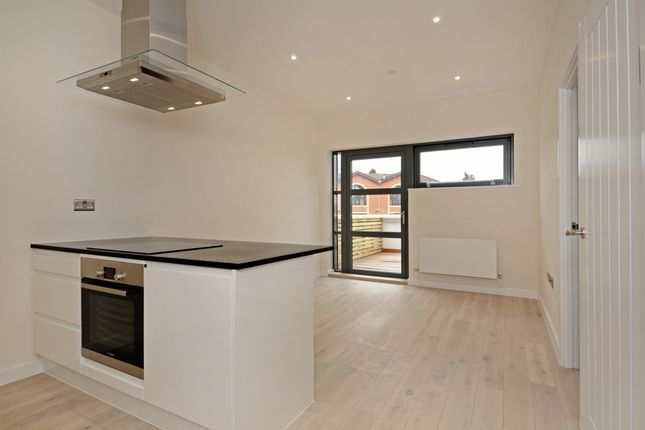 Thumbnail Flat to rent in Baring Road, Beaconsfield