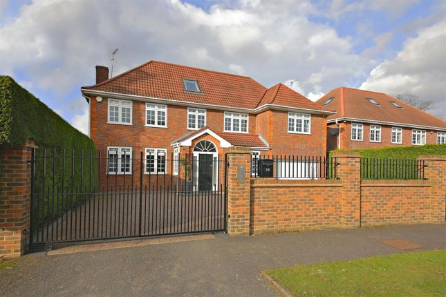 Thumbnail Detached house to rent in Dellfield Close, Radlett