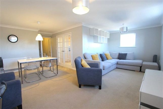 Thumbnail Flat to rent in Redhouse Way, Swindon