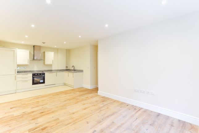 2 bed flat to rent in Mandela Street, London