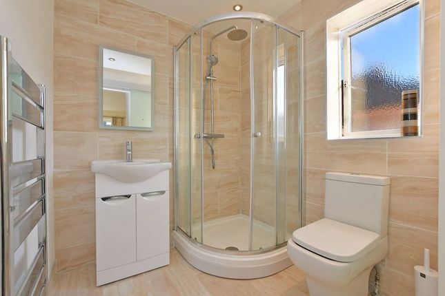 En Suite of Stockarth Place, Oughtibridge, Sheffield S35