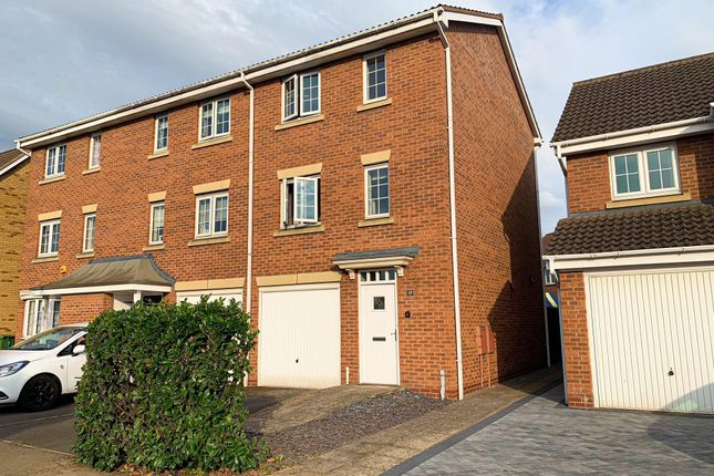 Thumbnail Town house to rent in Kingfisher Way, Scunthorpe