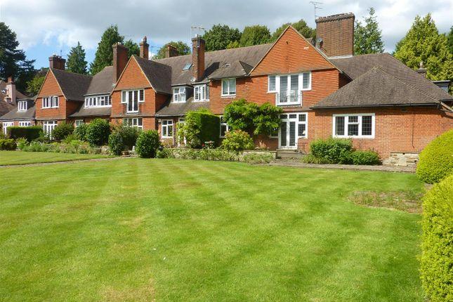 Thumbnail Flat for sale in Heath Drive, Walton On The Hill, Tadworth