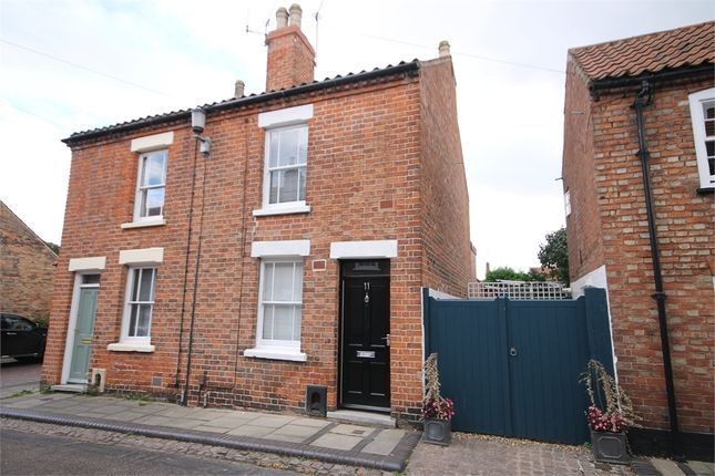 2 bed semi-detached house to rent in King Street, Newark, Nottinghamshire.