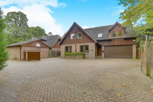 Thumbnail Detached house for sale in Standen Close, Felbridge, East Grinstead