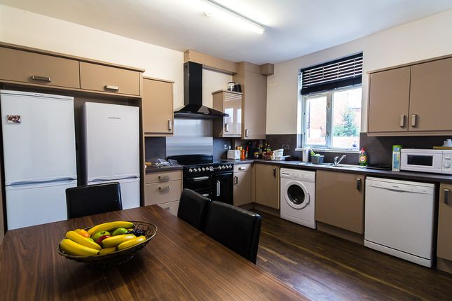 Thumbnail Property to rent in Knowle Road, Burley, Leeds